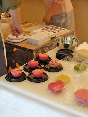 鶴屋吉信で不定期に開催されている和菓子作り教室