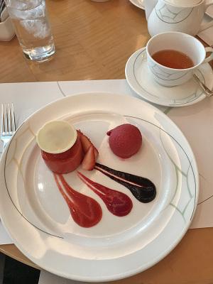 ホテルオークラ別館「カメリア」季節の苺のデザート